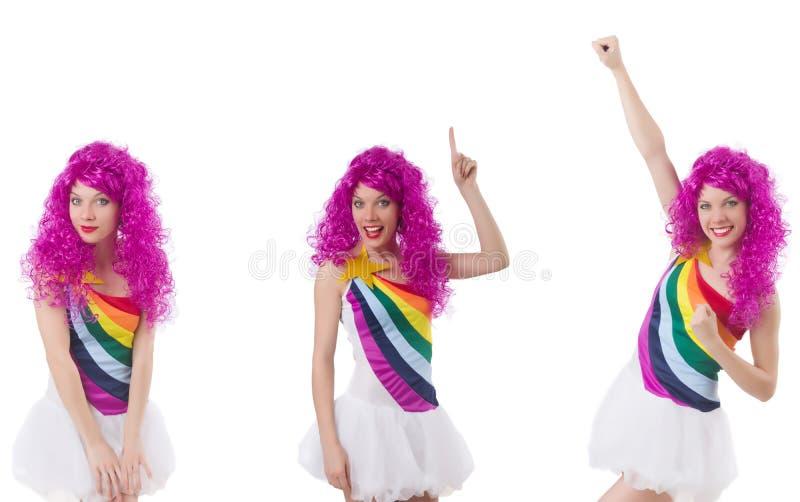 Η γυναίκα με την περούκα που απομονώνεται στο λευκό στοκ εικόνες