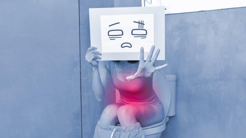 Η γυναίκα παίρνει συγχέει τον πίνακα διαφημίσεων στοκ φωτογραφία με δικαίωμα ελεύθερης χρήσης