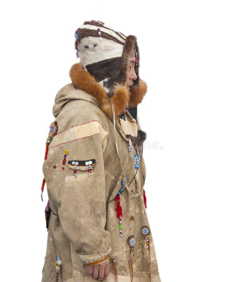 Η γυναίκα στα ενδύματα των ιθαγενών Kamchatka στο ho στοκ εικόνα με δικαίωμα ελεύθερης χρήσης