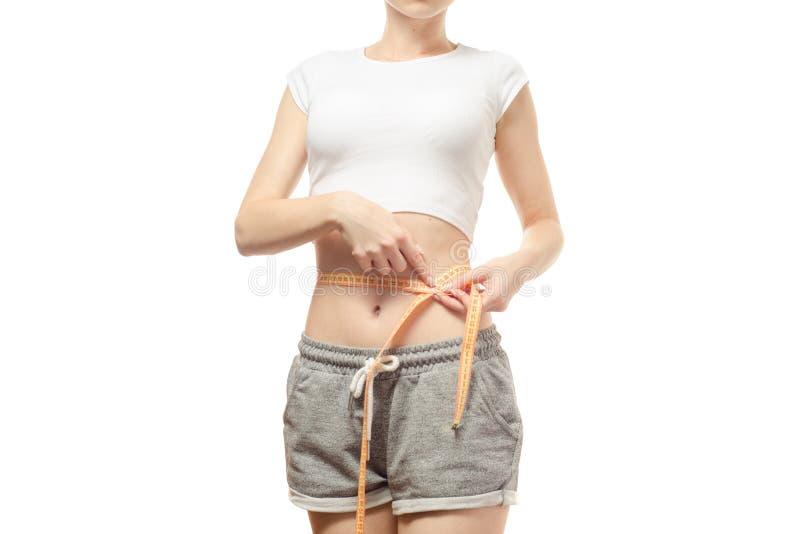 Η γυναίκα χάνει το εκατοστόμετρο slimness βάρους στοκ εικόνα