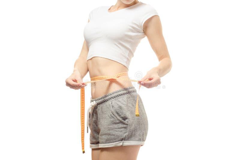 Η γυναίκα χάνει το εκατοστόμετρο slimness βάρους στοκ εικόνες