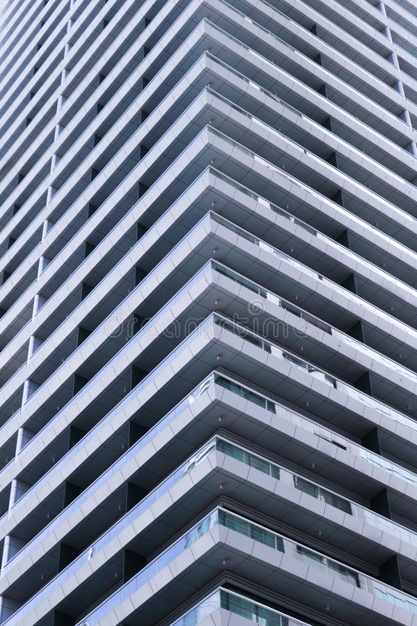 Η γωνία ενός κτηρίου Λεπτομέρεια της αρχιτεκτονικής στοκ φωτογραφίες με δικαίωμα ελεύθερης χρήσης