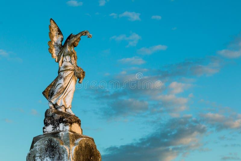 Η γωνία ευλογεί το άγαλμα στοκ εικόνα με δικαίωμα ελεύθερης χρήσης