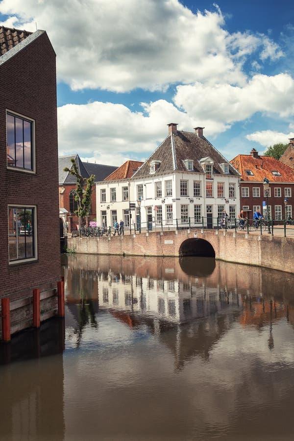 Η γωνία Kleine Spui και Westersingel στην ολλανδική πόλη Amersfoort στις Κάτω Χώρες στοκ εικόνες