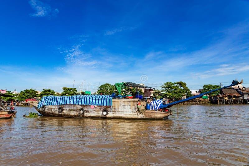 Η δεμένη βάρκα μακρύς-ουρών ή sampan κοντινός μπορεί Tho, Mekong δέλτα, Βιετνάμ στοκ φωτογραφίες