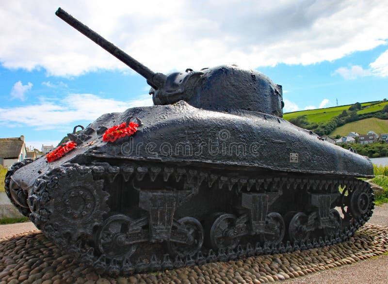 Η δεξαμενή Sherman στις άμμους Slapton στο Devon Βυθίστηκε στη δράση κατά τη διάρκεια της τίγρης άσκησης που ήταν μια πρόβα για τ στοκ εικόνες