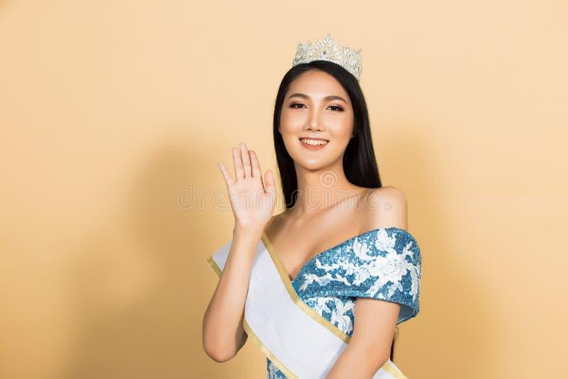 Η Δεσποινίς Beauty Pageant βασίλισσα Contest στην ασιατική εσθήτα στοκ φωτογραφίες