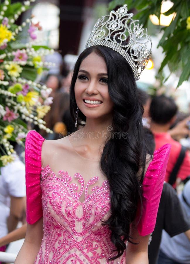 Η Δεσποινίς Philippines, Binibining Pilipinas ενώνει Santacruzan στη Μανίλα στοκ εικόνες