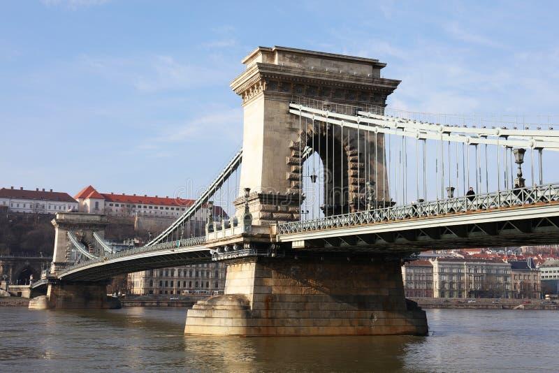 Η διάσημη γέφυρα αλυσίδων πέρα από τον ποταμό Δούναβη Το Buda Castle είναι στο υπόβαθρο, Βουδαπέστη, Ουγγαρία, Ευρώπη στοκ εικόνα με δικαίωμα ελεύθερης χρήσης