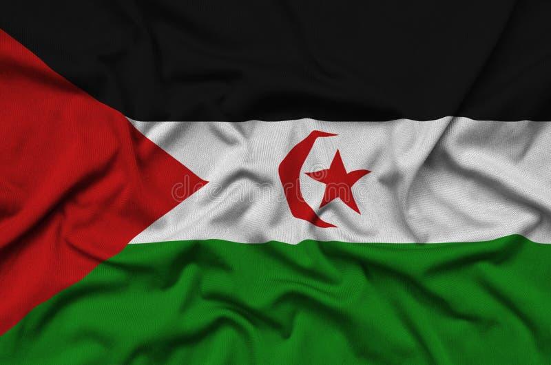 Η δυτική σημαία Σαχάρας απεικονίζεται σε ένα ύφασμα αθλητικών υφασμάτων με πολλές πτυχές Έμβλημα αθλητικών ομάδων στοκ εικόνα