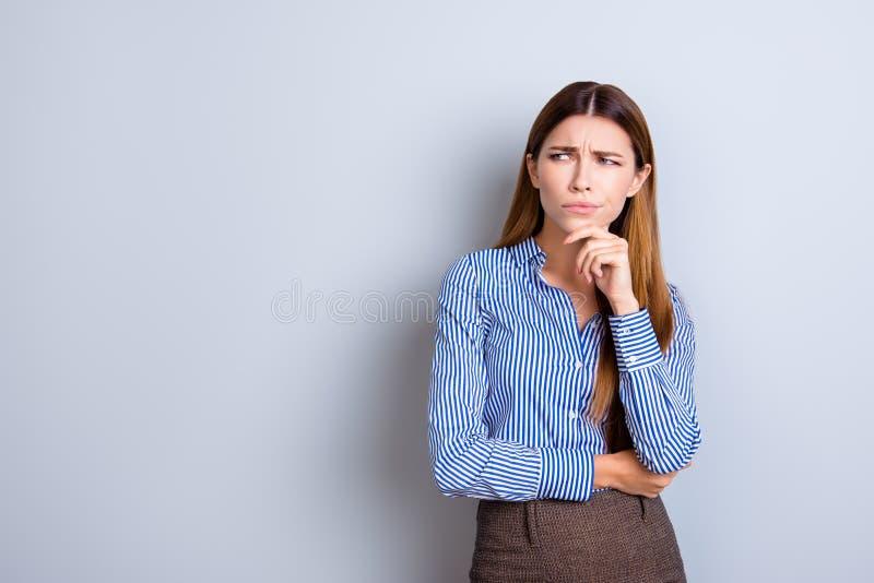 Η δύσπιστη νέα επιχειρησιακή κυρία είναι αβέβαιη τι να κάνει Έχει το focu στοκ εικόνα με δικαίωμα ελεύθερης χρήσης