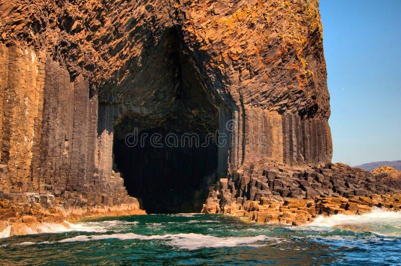 Η είσοδος στη σπηλιά Fingals. στοκ φωτογραφία