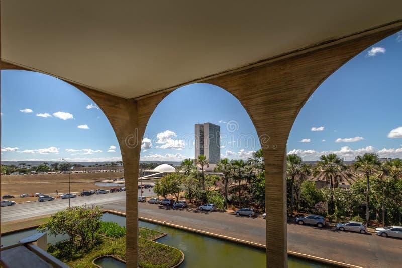 Η εθνική άποψη συνεδρίων από το πεζούλι παλατιών Itamaraty καλλιεργεί - Μπραζίλια, Distrito ομοσπονδιακό, Βραζιλία στοκ φωτογραφία