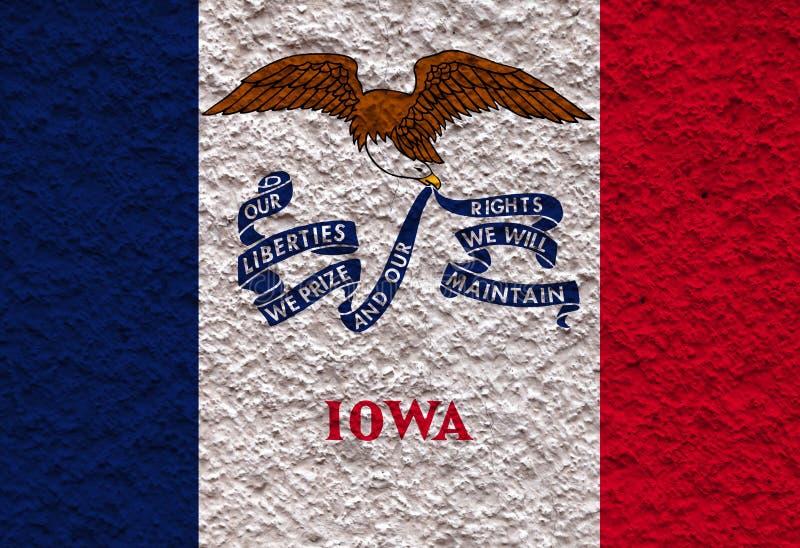 Η εθνική σημαία των ΗΠΑ δηλώνει τη Αϊόβα μέσα ενάντια σε έναν γκρίζο τοίχο με την πετρώδη επιφάνεια την ημέρα της ανεξαρτησίας στ στοκ εικόνες