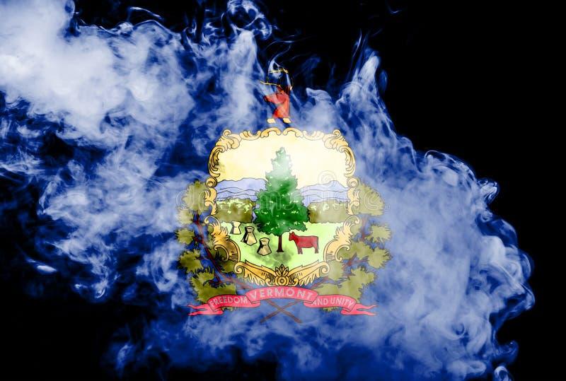 Η εθνική σημαία των ΗΠΑ δηλώνει το Βερμόντ μέσα ενάντια σε έναν γκρίζο καπνό την ημέρα της ανεξαρτησίας στα διαφορετικά χρώματα μ διανυσματική απεικόνιση