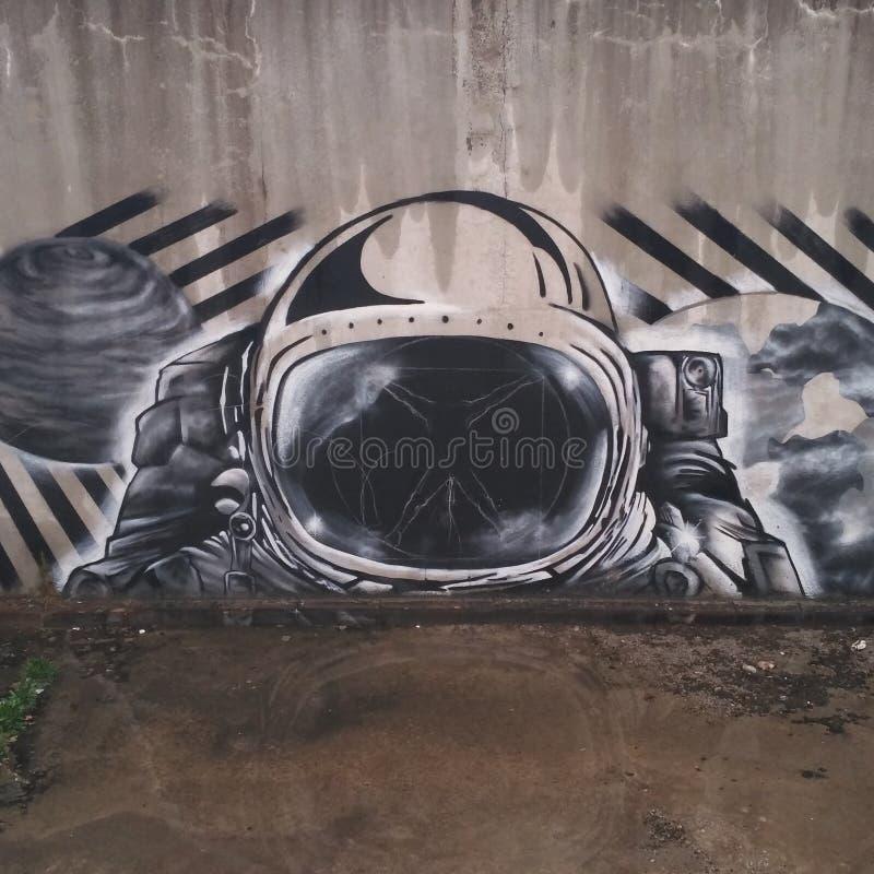 Η εικόνα της φόρμας αστροναύτη στον τοίχο στοκ φωτογραφίες