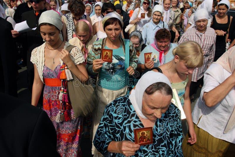 η εκκλησία πηγαίνει άνθρωπ στοκ εικόνες με δικαίωμα ελεύθερης χρήσης