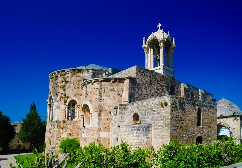 Η εκκλησία σταυροφορία-εποχής του John-σημαδιού του ST σε Byblos, Λίβανος στοκ φωτογραφία