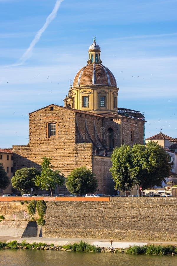 Η εκκλησία του SAN Frediano και του ποταμού Arno, Φλωρεντία, Ιταλία στοκ εικόνες με δικαίωμα ελεύθερης χρήσης