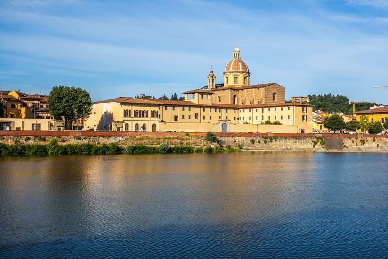 Η εκκλησία του SAN Frediano και του ποταμού Arno, Φλωρεντία, Ιταλία στοκ φωτογραφίες με δικαίωμα ελεύθερης χρήσης