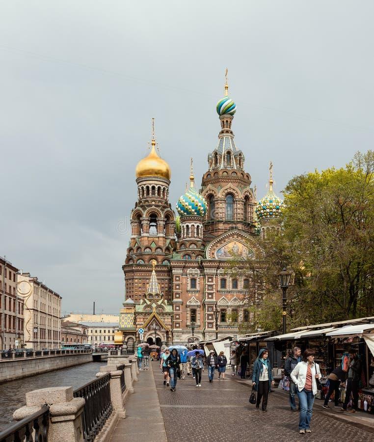 Η εκκλησία του Savior στο αίμα και το κανάλι στη Αγία Πετρούπολη, Ρωσία στοκ εικόνα