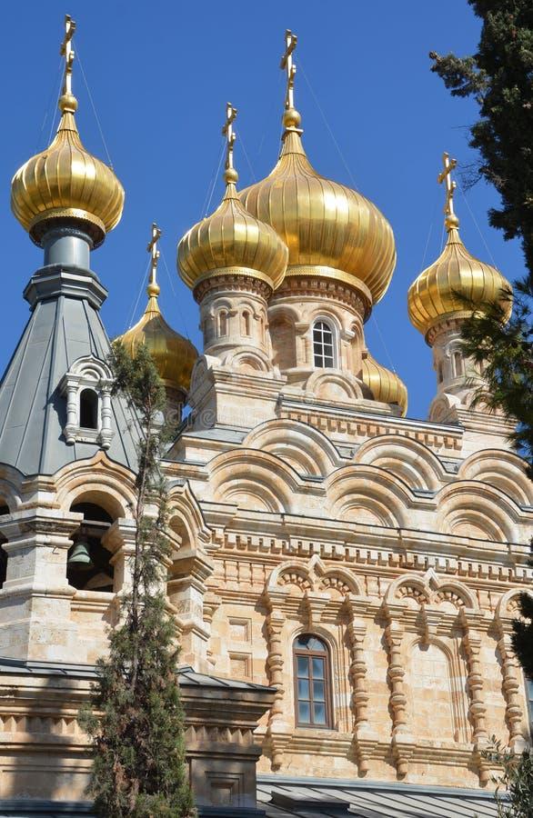 η εκκλησία καλύπτει το χρυσό δια θόλου στοκ φωτογραφίες