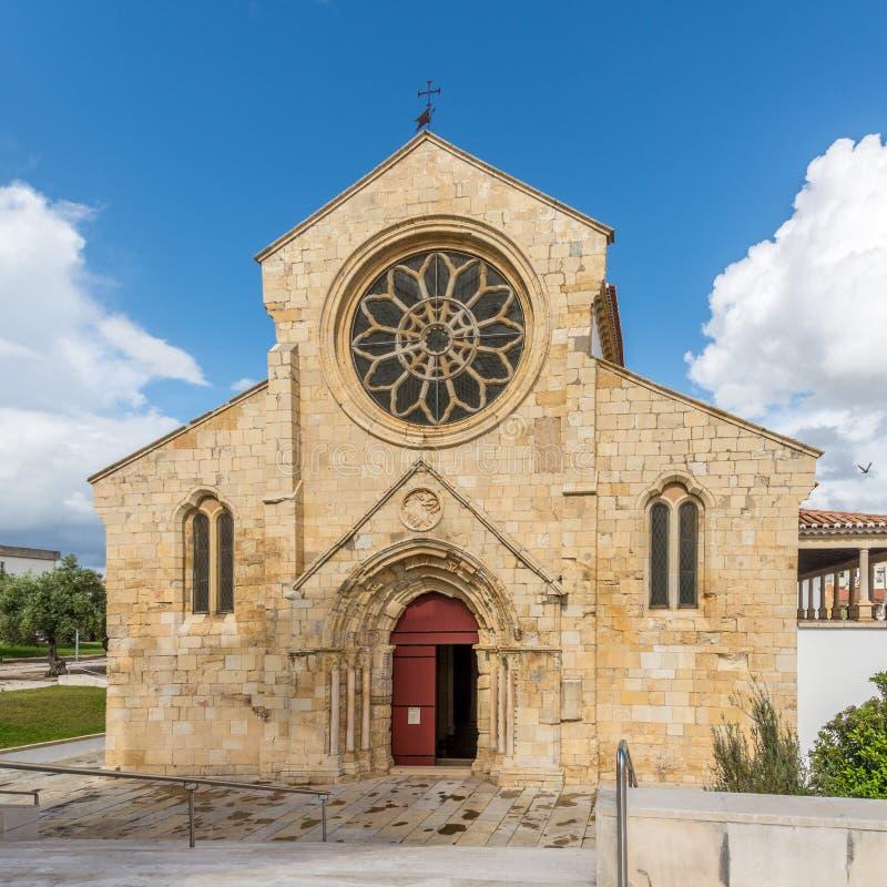 Η εκκλησία προσόψεων της Σάντα Μαρία κάνει Olival σε Tomar, Πορτογαλία στοκ φωτογραφία