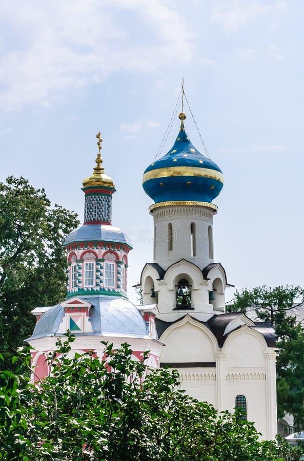 Η εκκλησία της καθόδου του ιερού πνεύματος Πηγή υπόθεσης αυτός παρεκκλησι Ιερή τριάδα ST Sergius Lavra στοκ φωτογραφία με δικαίωμα ελεύθερης χρήσης