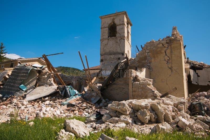 Η εκκλησία Sant ` Antonio μειώνει καταρρεσμένος στο ιστορικό κέντρο Visso στοκ φωτογραφίες με δικαίωμα ελεύθερης χρήσης