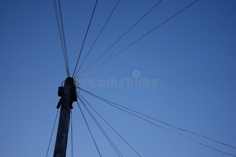 ηλεκτρική ενέργεια δύο φωτισμού καλωδίων στοκ φωτογραφία με δικαίωμα ελεύθερης χρήσης