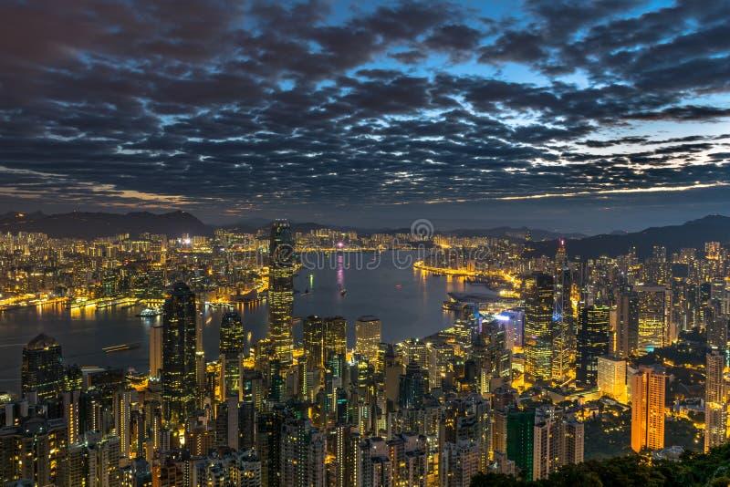 Ηλεκτρική πόλη scape - Χονγκ Κονγκ στη Dawn στοκ εικόνες