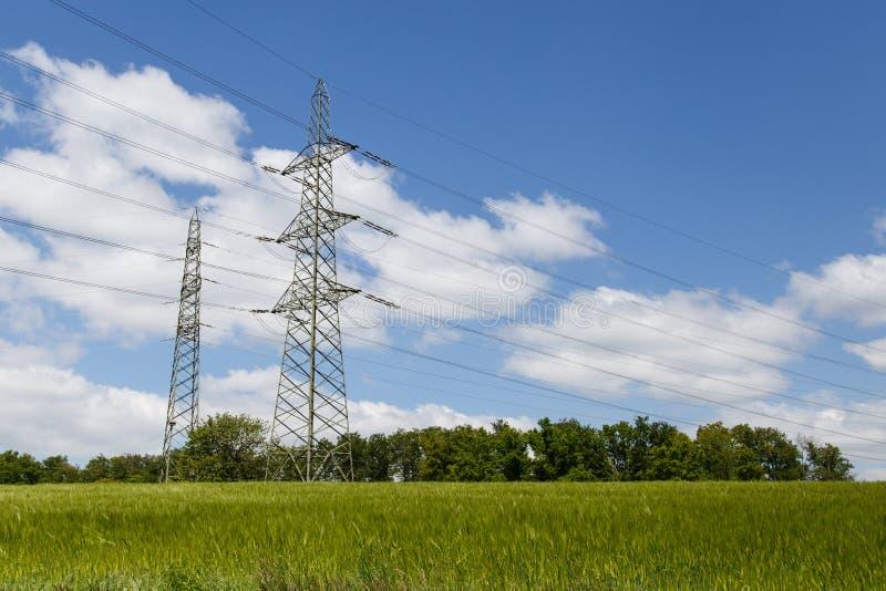 ηλεκτρικοί πύργοι στοκ φωτογραφία