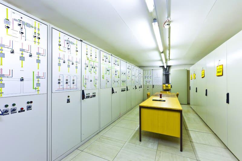Ηλεκτρικός θάλαμος ελέγχου τάσης στοκ φωτογραφίες με δικαίωμα ελεύθερης χρήσης