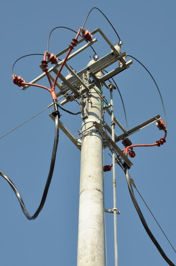 Ηλεκτρικός πόλος με το μετασχηματιστή στοκ εικόνες