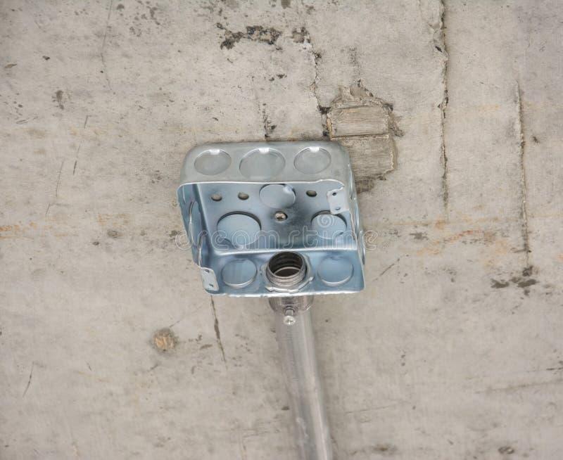 Ηλεκτρικό σύστημα στο ανώτατο όριο στο εργοτάξιο οικοδομής στοκ εικόνες
