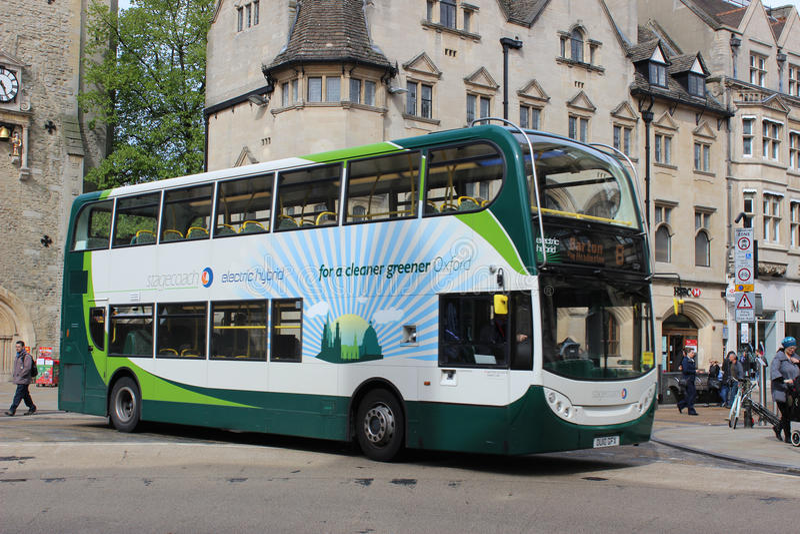 Ηλεκτρικό υβριδικό διπλό λεωφορείο γεφυρών στην Οξφόρδη στοκ εικόνες με δικαίωμα ελεύθερης χρήσης