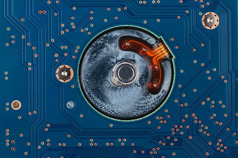 Ηλεκτρονική γεωμετρίας, κινηματογράφηση σε πρώτο πλάνο του μπλε πίνακα κυκλωμάτων στοκ φωτογραφία με δικαίωμα ελεύθερης χρήσης