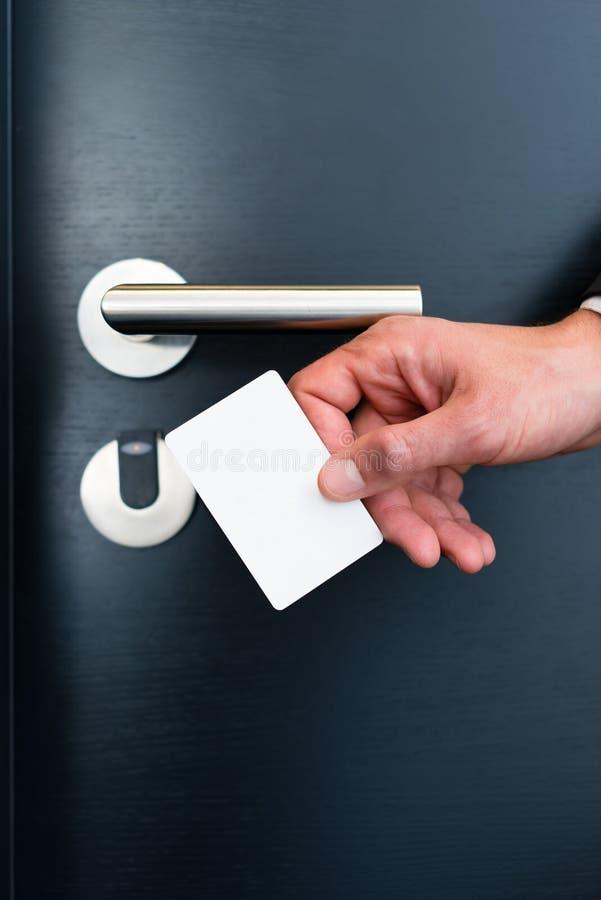 Ηλεκτρονικό keycard για την πόρτα δωματίων στο σύγχρονο ξενοδοχείο στοκ φωτογραφία με δικαίωμα ελεύθερης χρήσης