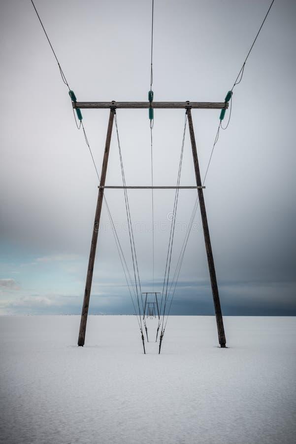 Ηλεκτροφόρα καλώδια υψηλής έντασης στην Ισλανδία στοκ φωτογραφία με δικαίωμα ελεύθερης χρήσης