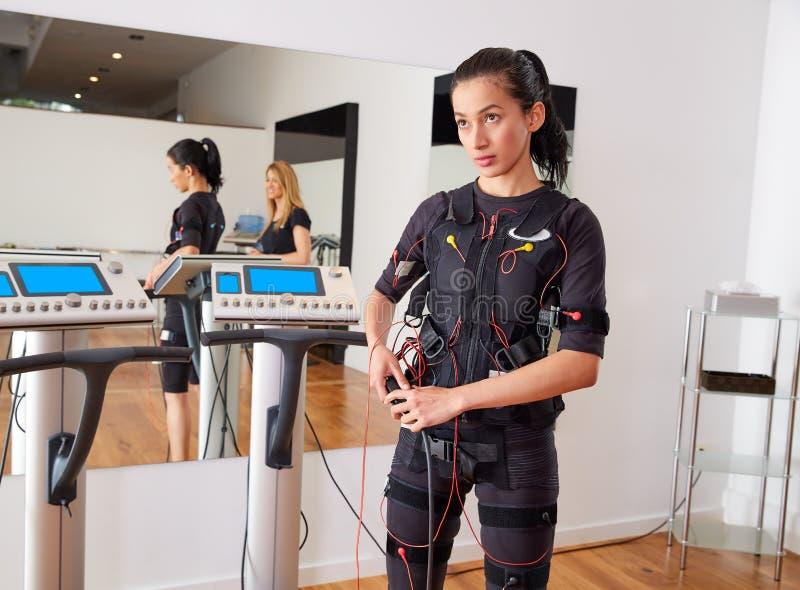 Ηλεκτρο γυναίκα κοστουμιών υποκίνησης EMS στοκ φωτογραφία