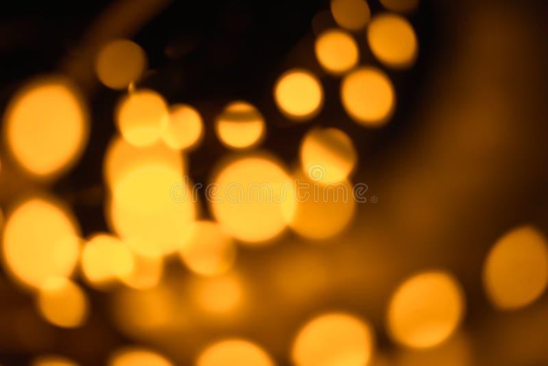 Η εκλεκτής ποιότητας θαμπάδα bokeh χρυσός τα φω'τα στο σκοτεινό υπόβαθρο δωματίων στοκ εικόνες με δικαίωμα ελεύθερης χρήσης