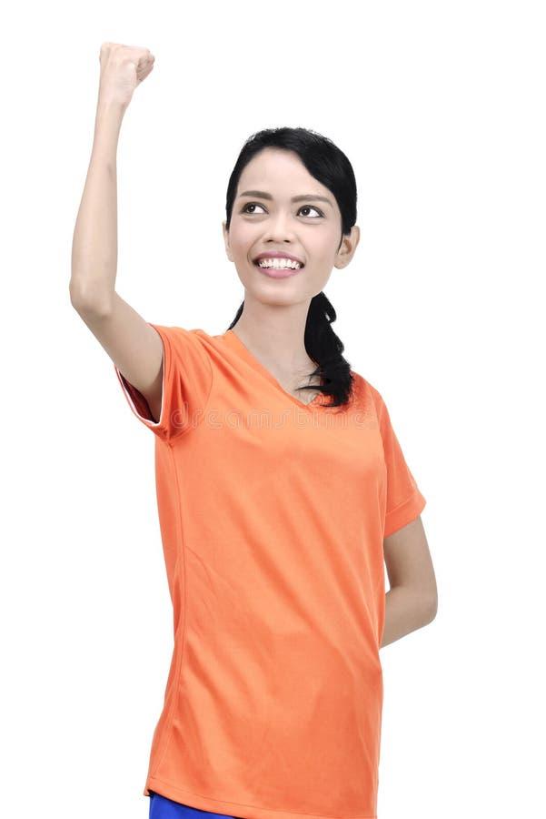 Η ελκυστική ασιατική γυναίκα ποδοσφαιριστών ευτυχής γιορτάζει στοκ εικόνες με δικαίωμα ελεύθερης χρήσης
