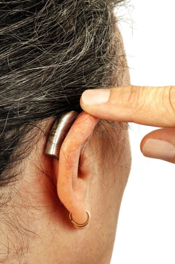 Η ενίσχυση ακρόασης που τοποθετείται στο αυτί στοκ φωτογραφία
