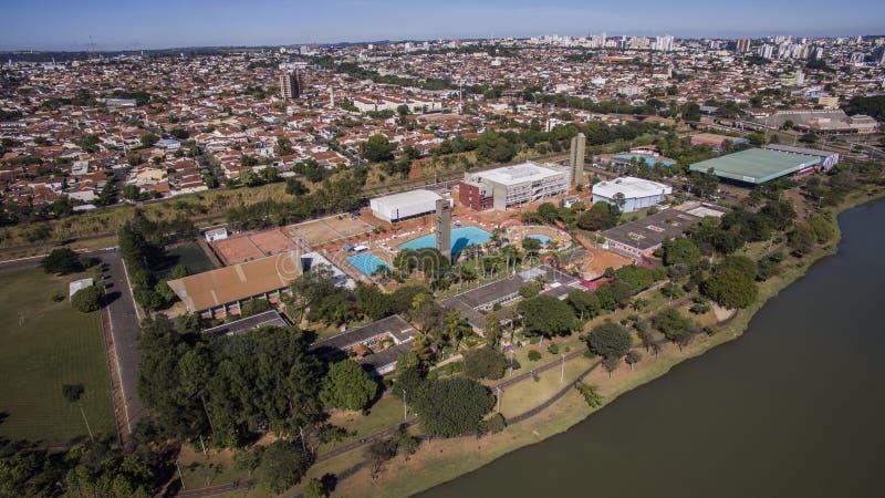 Η εναέρια άποψη της πόλης του Σάο Jose κάνει το Ρίο Preto στο Σάο Πάολο μέσα στοκ εικόνα με δικαίωμα ελεύθερης χρήσης