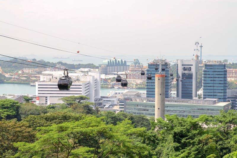 Η εναέρια άποψη του νησιού sentosa είναι όμορφο τελεφερίκ και οικοδόμηση σε Σινγκαπούρη στοκ φωτογραφία με δικαίωμα ελεύθερης χρήσης
