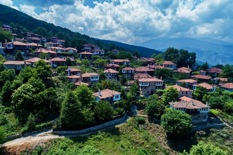 Η εναέρια άποψη Palaios Panteleimonas είναι ένα ορεινό χωριό, nort στοκ φωτογραφία με δικαίωμα ελεύθερης χρήσης