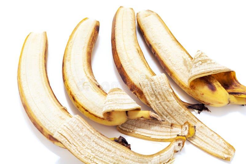 Η εν μέρει ξεφλουδισμένη μπανάνα τέσσερα βρίσκεται στην οριζόντια σειρά στοκ φωτογραφία με δικαίωμα ελεύθερης χρήσης