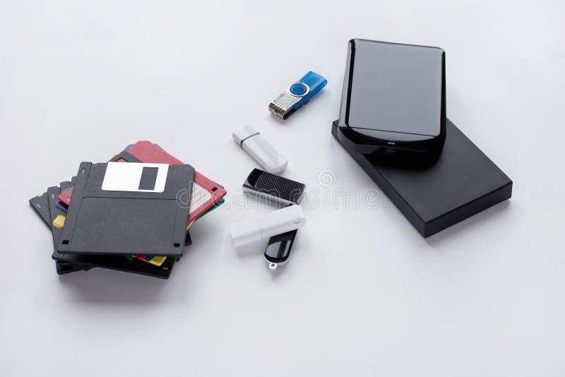 Η εξέλιξη των ψηφιακών συσκευών για τη μεταφορά και την αποθήκευση των πληροφοριών r στοκ φωτογραφίες