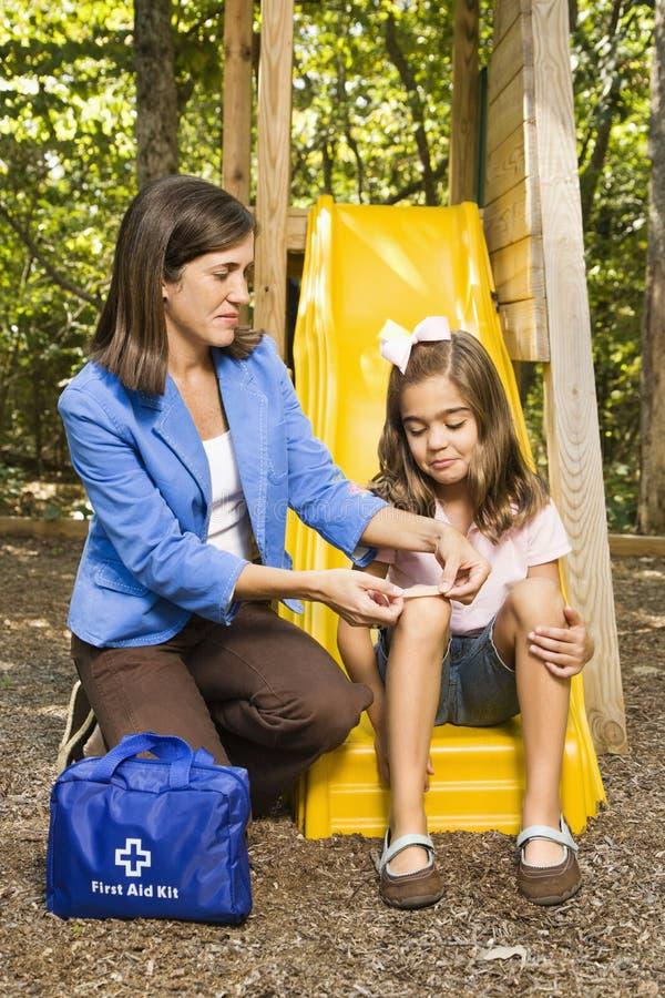 η επίδεση mom ξύνει στοκ φωτογραφία με δικαίωμα ελεύθερης χρήσης