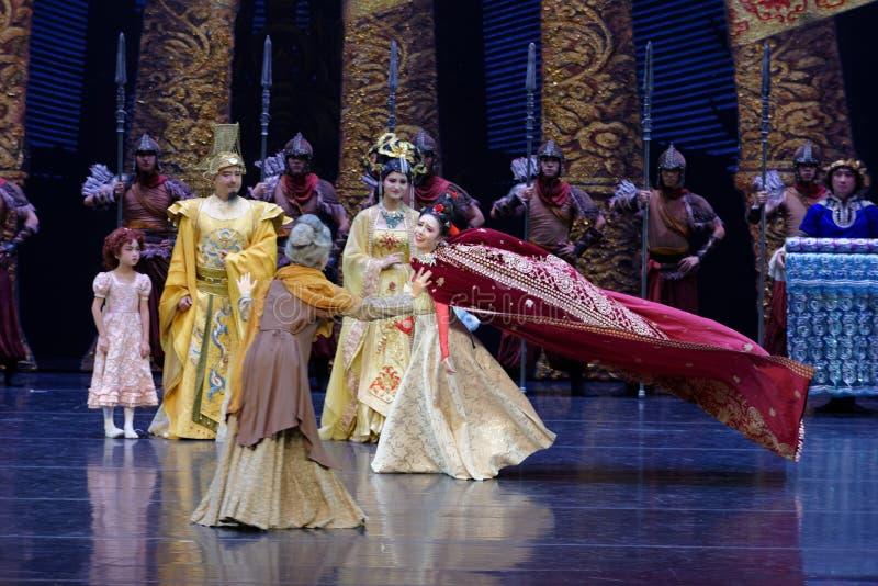 Η επίσκεψη πριγκηπισσών ` s στην κουρτίνα οικογένεια-ουρών: ` Δρόμος ` μεταξιού - επική πριγκήπισσα ` μεταξιού δράματος ` χορού στοκ εικόνες
